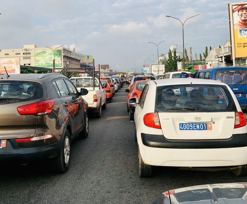 File in Abidjan